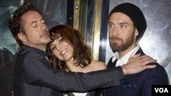 Robert Downey Jr., Noomi Rapace y Jude Law en el lanzamiento de Sherlock Holmes: A Game of Shadows.