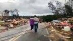 Hai cơn lốc xoáy gây thiệt hại nặng nề ở hạt Lee, bang Alabama, hôm 3/3/2019.