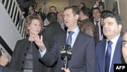Sirijski predsednik Bašar al-Asad i supruga Asma