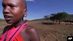 Seorang gadis etnis Masai di Kenya. Dalam budaya Masai, perempuan berada di posisi yang sangat lemah.
