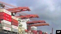 ท่าเรือรับส่งสินค้าในแคลิฟอร์เนียขึ้นชื่อว่ามีมลภาวะสูงสุดในประเทศ และกำลังดำเนินมาตรการที่อาจส่งผลกระทบเรือที่เข้าเทียบท่าที่นั่นได้