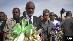 Президент Гаити Рене Преваль на церемонии в память жертв землетрясения