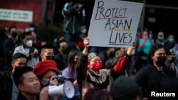 """Arhiva - Skup """"Stop mržnji protiv Azijaca"""" na Tajms skveru u Njujorku, 4. aprila 2021."""