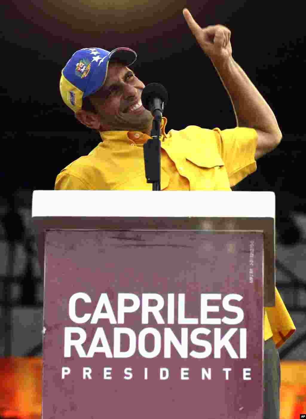 Capriles entusiasma a sus seguidores en Caracas.