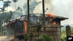 9月7日緬甸若開邦一村落記者目睹少數族裔羅興亞穆斯林房屋被焚燒。