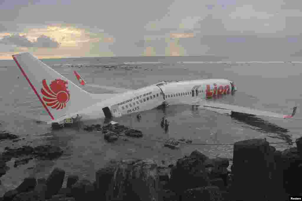 A Lion Air plane is seen in the water after it missed the runway in Denpasar, Bali in this picture provided by the Indonesian police, Apr. 13, 2013.