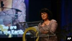 Nhà hoạt động người Honduras Berta Caceres phát biểu tại San Francisco trong lễ trao giải thưởng vàng về môi trường năm 2015.