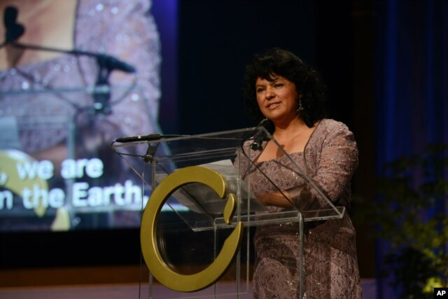 Honduran environmentalist Berta Caceres speaks in San Francisco during the 2015 Goldman Environmental Prize award ceremony, April 20, 2015.