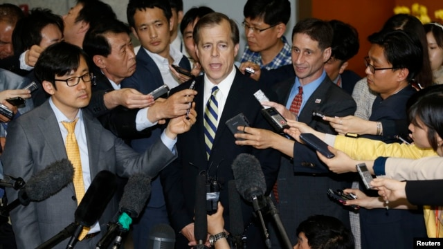 U.S. Special Representative for North Korea Policy Glyn Davies (C) answers reporters' questions after his talks with South Korean chief delegate to the six-party talks on North Korea's denuclearization Lim Sung-nam (not pictured), at the foreign ministry