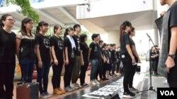 多個學生組織自發組成「六四哀音團」並參與支聯會六四27周年遊行 (美國之音 湯惠芸拍攝)