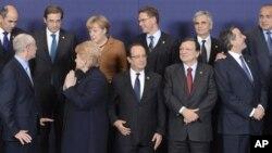 Grupna fotografija evropskih lidera koji su učestvovali na samitu u Briselu