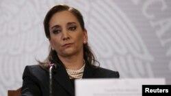 Menteri Luar Negeri Meksiko Claudia Ruiz Massieu saat memberikan keterangan mengenai tewasnya 8 turis Meksiko di Mesir (foto: dok).