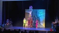 杂技之外传讯息:柬埔寨马戏团在美表演
