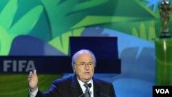 Presiden FIFA Joseph Blatter (foto: dok). FIFA mengumumkan bahwa jaringan TV Fox dan Telemundo memenangkan hak siar di Amerika untuk Piala Dunia 2018 dan 2022 , masing-masing dalam bahasa Inggris dan Spanyol.