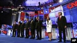 De gauche a droite, Rick Santorum, Rick Perry, Mitt Romney, Herman Cain, Newt Gingrich, Michele Bachmann