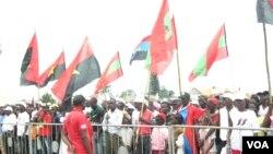 Des partisans du parti au pouvoir en Angola, le MPLA