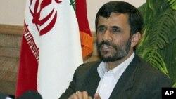 ປະທານາທິບໍດີອີຣ່ານ ທ່ານ Mahmoud Ahmadinejad ທີ່ນະຄອນຫຼວງບາກູ ປະເທດ Azerbaijan (18 ພະຈິກ 2010)