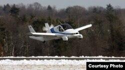 Pesawat Transition dari Terrafugia dalam moda penerbangan. (Terrafugia)