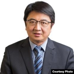 美国西东大学外交与国际关系学院副教授汪铮