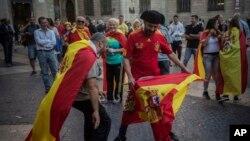 数十万支持西班牙统一的民众星期天在巴塞罗那举行示威。 (2017年10月29日)