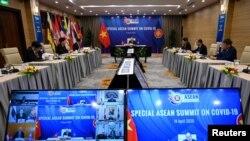 Thủ tướng VN Nguyễn Xuân Phúc phát biểu trong hội nghị trực tuyến đặc biệt với các nhà lãnh đạo ASEAN, về dịch COVID-19, tại Hà Nội ngày 14/4/2020. Manan Vatsyayana/Pool via REUTERS