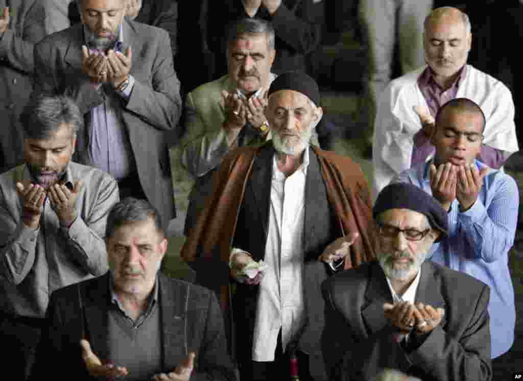 Iranian worshippers perform their Eid al-Adha prayers at Tehran University campus in Tehran, Iran, October 26, 2012.