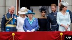 Imagem de arquivo da família real britânica no Palácio de Buckingham em Julho de 2018