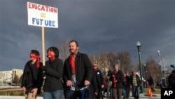 爱达荷州教师、学生家长等人3月9日示威