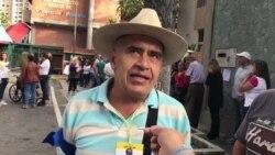 Venezolanos votan plebiscito en Caracas