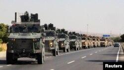 Quận đội Thổ Nhĩ Kỳ ở gần biên giới Thổ-Syria
