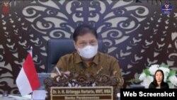 Menko Perekonomian Airlangga Hartarto dalam telekonferensi pers di Jakarta, Senin (8/2) mengatakan pemerintah resmi menetapkan PPKM Mikro 9-22 Februari 2021 (Foto:VOA)