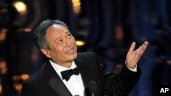 Ang Lee đoạt giải đạo diễn xuất sắc nhất cho cuốn phim Life of Pi.