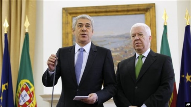 Portuguese PM Jose Socrates, with Finance Minister Fernando teixeira dos Santos, right, addresses journalists in Lisbon, 11 Jan 2011