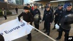 Protesti ispred sedišta Evropske komisije u Briselu