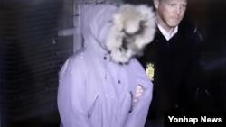 """한국 '비선실세' 최순실 씨의 딸 정유라 씨가 1일 덴마크에서 현지 경찰에 체포됐다. 한국 경찰청도 2일 """"덴마크 경찰이 정유라씨를 포함한 4명을 덴마크 현지시각으로 1일 검거했다는 국제형사경찰기구(인터폴) 전문을 오늘 접수했다""""고 밝혔다. JTBC 보도 영상 캡처."""
