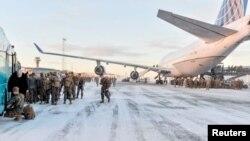 """Самолет """"Боинг-747"""" доставил американских морских пехотинцев на учений на севере Норвегии"""