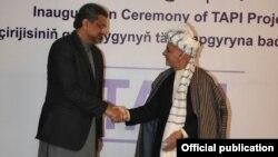 PM Shahid Khaqan Abbasi Met Afghan President Ashraf Ghani in Turkmenistan