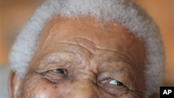 Mandela recebe alta hospitalar e regressa a casa