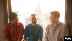 Branch Media'nın kurucuları, soldan sağa, Hursh Agrawal, Cemre Güngör ve Josh Miller