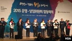 한국 민주평통 분과위원들 '8천만 통일의 노래' 합창