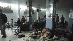 نوزدهم بهمن -- ساکنان حمص در پناهگاهی در نزديکی شهر پس از هجوم نيروهای نظامی سوريه به حمص و کشتار مردم.