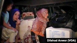 شهروندان رمادی که در حال فرار از منطقه اند