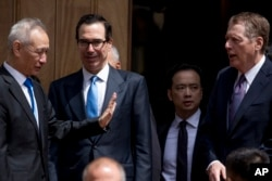 U.S. Treasury Secretary Steve Mnuchin, second from left, and U.S. Trade Representative Robert Lighthizer, right, speak with Chinese Vice Premier Liu He, left, as he departs the Office of the United States Trade Representative in Washington, May 10, 2019.