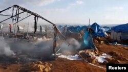 Lều của người tị nạn bị đốt cháy ở Sarmada, tỉnh Idlib, Syria. Ảnh chụp từ video ngày 6/5/2016.