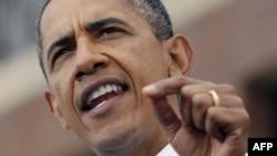 Tổng thống Hoa Kỳ Barack Obama nói chuyện tại trụ sở của công ty GM ở Detroit, Michigan hôm Lễ Lao Ðộng 5/9/11