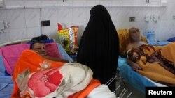 Korban bom bunuh diri dirawat di RS di kota Baquba, sekitar 50 km arah utara dari Baghdad, 1 Dec., 2013.