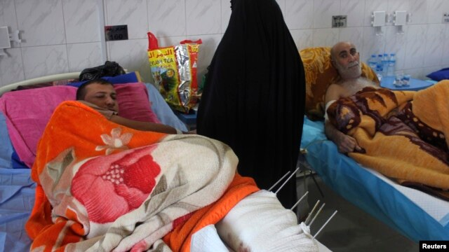 Victims of a suicide bomb attack rest at a hospital in the city of Baquba, about 50 km (31 miles) northeast of Baghdad, Dec. 1, 2013.