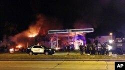 Protes warga kulit hitam yang disertai kerusuhan di Milwaukee, Wisconsin hari Sabtu (13/8) malam.