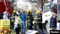 以色列救援部队在耶路撒冷的卡车撞击现场(2017年1月8日)