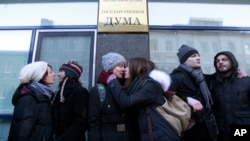 """Gay rights activists kiss during a protest against the proposed """"homosexual propaganda"""" measure outside the Duma, Russia's lower house of Parliament, in Moscow, January 22, 2013."""